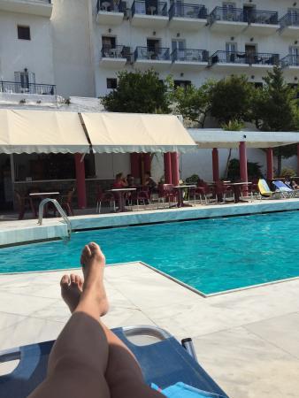 Hotel Andromeda: Hotel with a great view. Ruime simpele kamers allen met uitzicht op zee. Personeel is super vrie