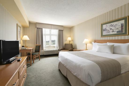 Days Inn - Orillia: Queen Room
