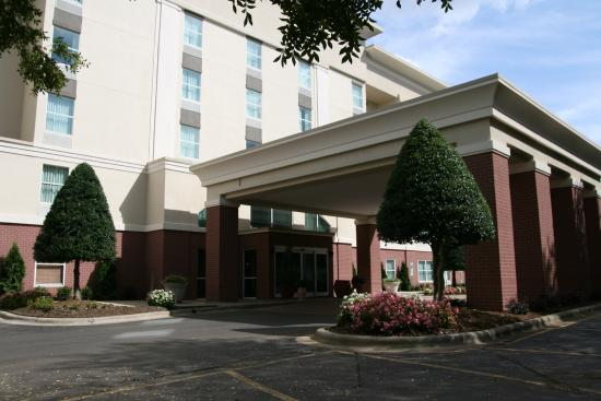 Hampton Inn and Suites Charlotte Pineville: Front Entrance