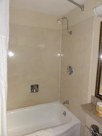 Ukiah, CA: Shower/Tub