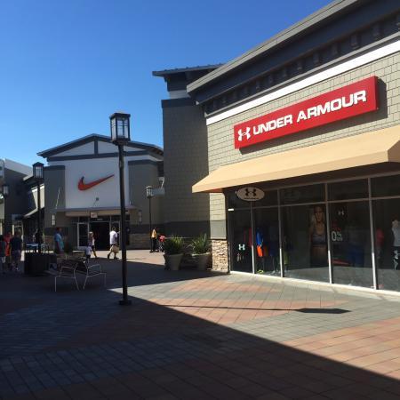 sueño autoridad ganado  Under Armour and Nike outlets - รูปถ่ายของ San Francisco Premium Outlets,  ลิเวอร์โมร์ - Tripadvisor