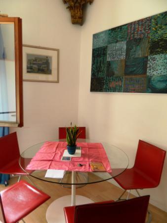 Alla Fraterna B&B : small dining table.