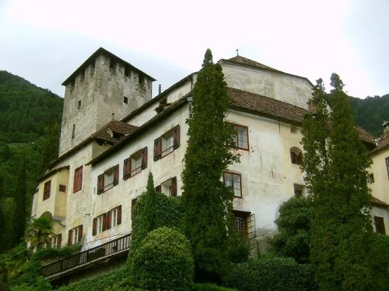 Cermes, Italie : Castle Lebenberg: view from the garden