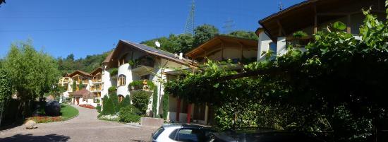 Hotel Spitaler: Blick vom Parkplatz auf das Hotel