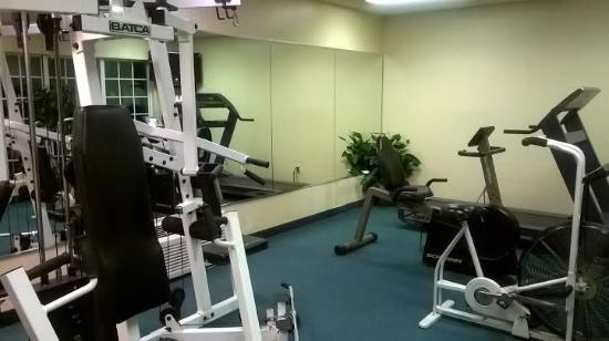 Baymont Inn & Suites Jacksonville: 24 hour gym - small but worked ok for me