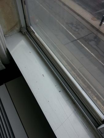 Clarion Hotel and Conference Center: chipped paint.. just no level of care