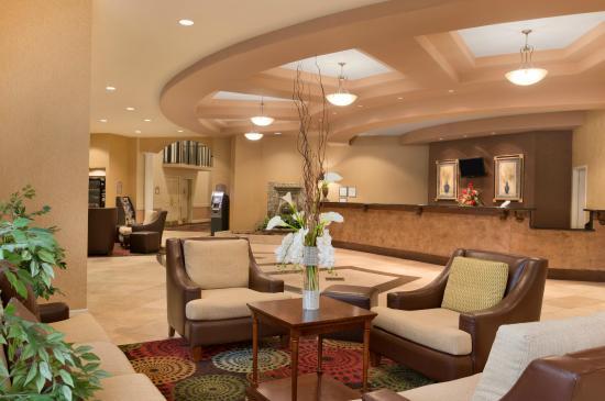 Ramada Jacksonville/Baymeadows Hotel & Conference Center: Hotel Lobby