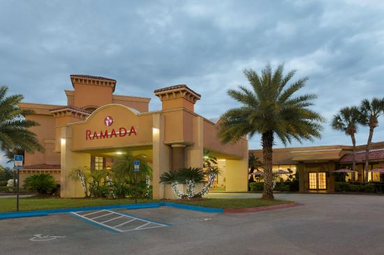 Ramada Jacksonville/Baymeadows Hotel & Conference Center: Hotel Entrane