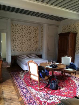 Chateau de Bresse sur Grosne: Large bedroom