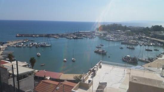 Mistral Hotel Piraeus: Blick von der Dachterrasse auf den Hafen