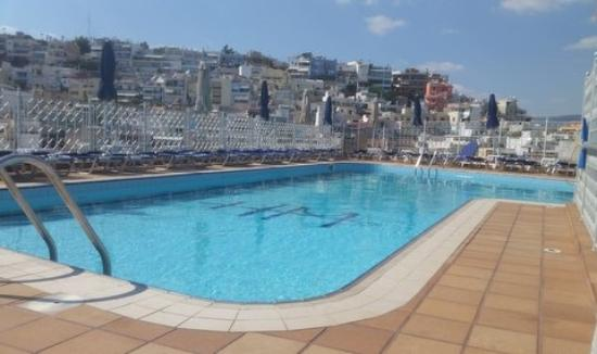pool auf dem dach picture of mistral hotel piraeus piraeus tripadvisor. Black Bedroom Furniture Sets. Home Design Ideas