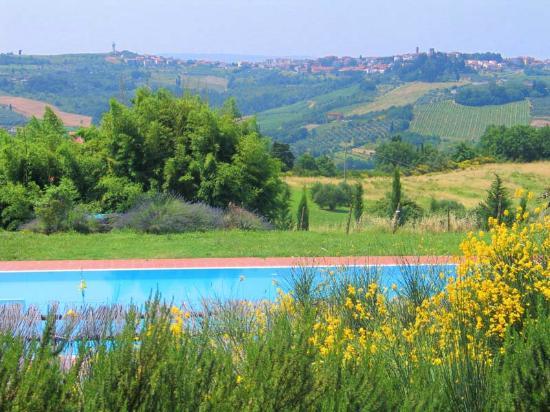 Montespertoli, Italia: Il panorama visto dalla piscina