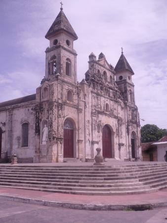 Γρανάδα, Νικαράγουα: Iglesia en la calzada