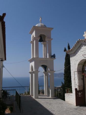 la grotta con la chiesetta - Bild von Monastery of Panagia Spiliani, Pythagor...