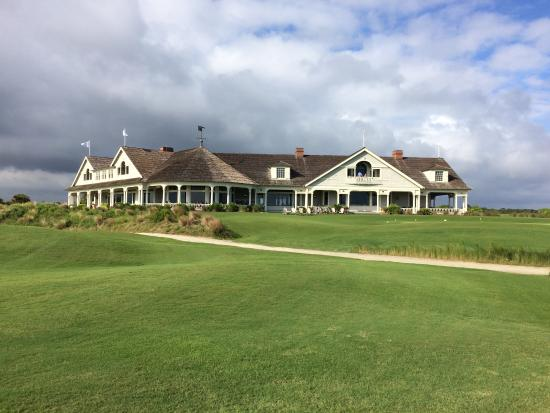 The Sanctuary Hotel at Kiawah Island Golf Resort: The Ocean Course clubhouse.