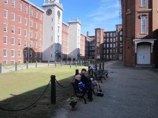 Boott Cotton Mills Museum: Boott Mill Courtyard near museum