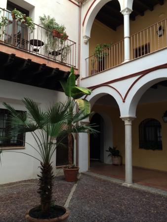 Apartamentos tur sticos los patios de la juder a desde 51 - Apartamentos turisticos cordoba espana ...