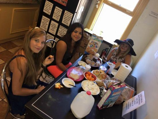 Hollywood and Highland Hotel and Hostel : breakfast at the hostel