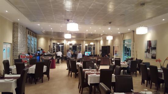 Taverna Communaute Hellenique: Inside seating area
