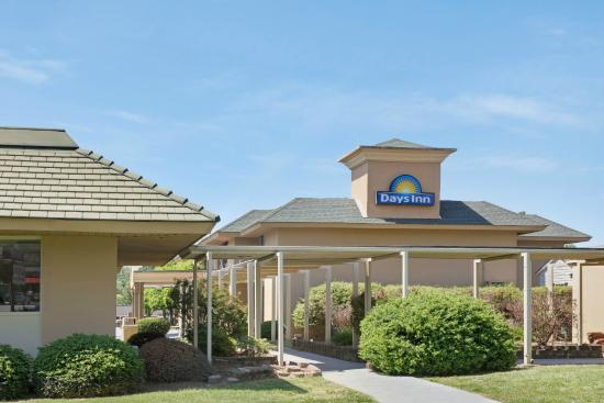 Days Inn Charlotte/woodlawn Near Carowinds: Welcome to Days Inn Woodlawn
