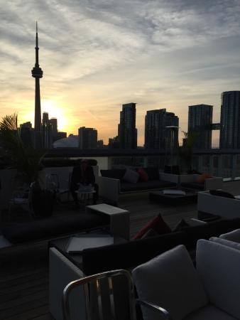 Thompson Toronto - A Thompson Hotel: Rooftop patio next morning