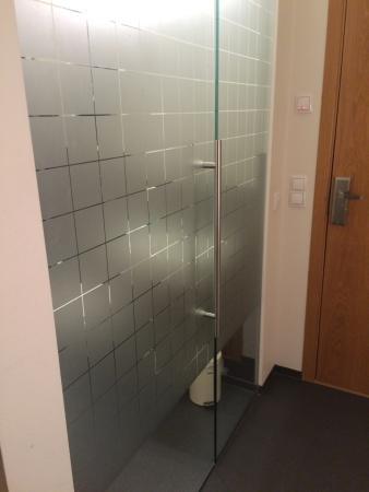 Hotel Vik Arctic Comfort Transparent Bathroom Door
