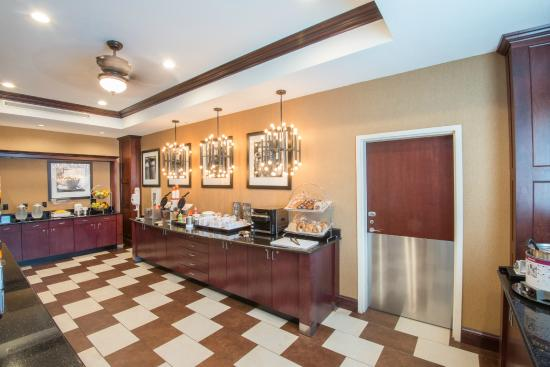 Hampton Inn Kingston: Free and Hot Breakfast