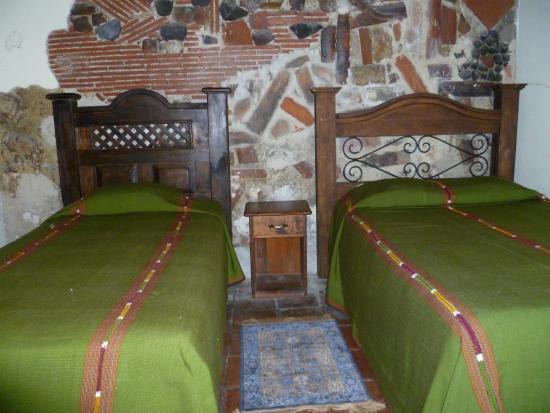 Hotel Burkhard: Habitacion triple Q250.00 por noche (aplica fin de semana)