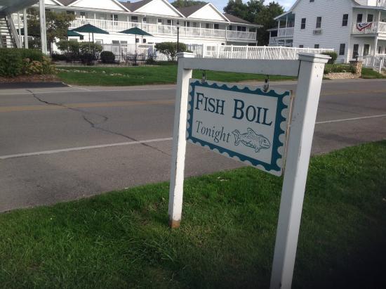 Edgewater Resort: Restaurant where fish boil is served