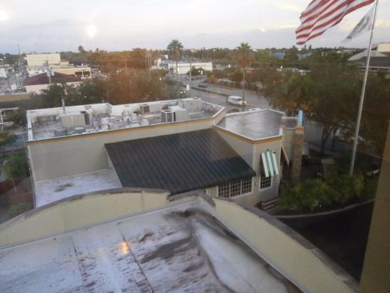 Holiday Inn Express Cape Coral/Fort Myers Area: The Perkins restaurant next door to the hotel