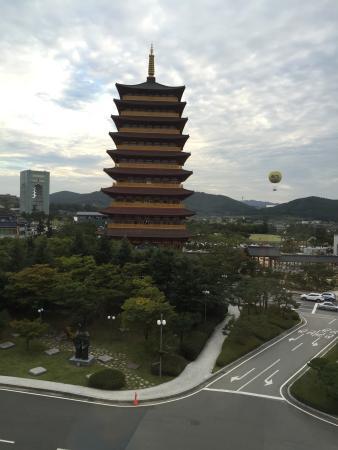 The-K Gyeongju Hotel: 호텔룸에서의 전망.