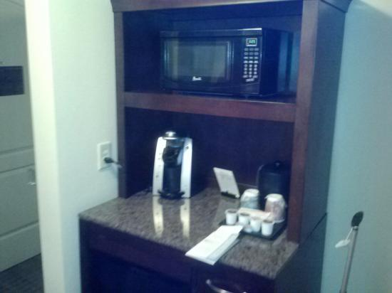 Hilton Garden Inn Valdosta: coffee station with microwave and fridge
