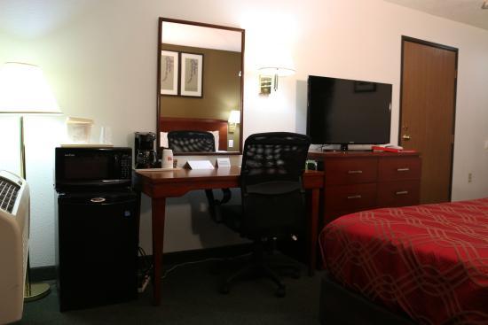 Econo Lodge : Hotel Room