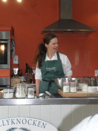 Glenealy, Irlanda: Catherine in the kitchen