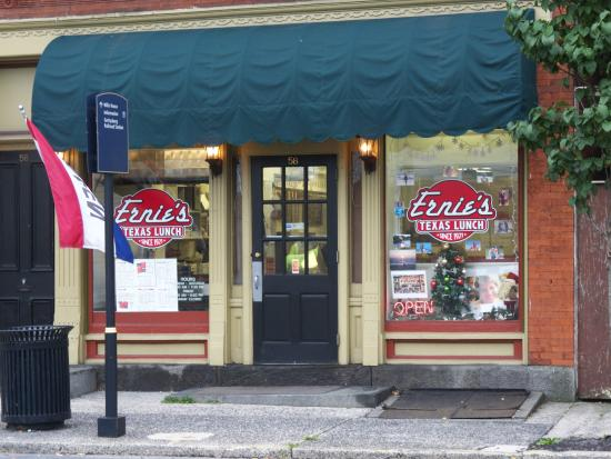 Ernie's Texas Lunch: Front of Store