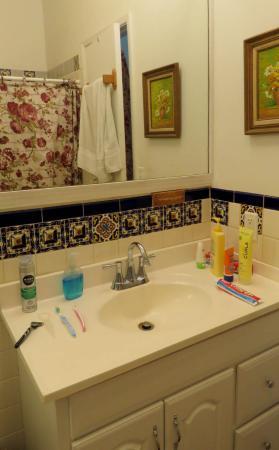 Sharks Cove Rentals: Bathroom