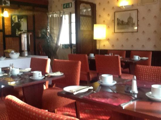 Crown Restaurant: Set for breakfast