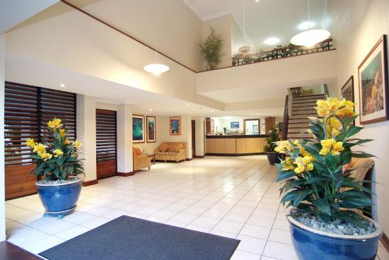 Trinity Beach Club Holiday Apartments: Foyer