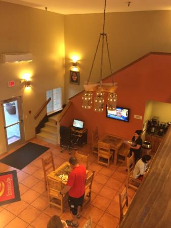 Econo Lodge Inn & Suites: photo2.jpg