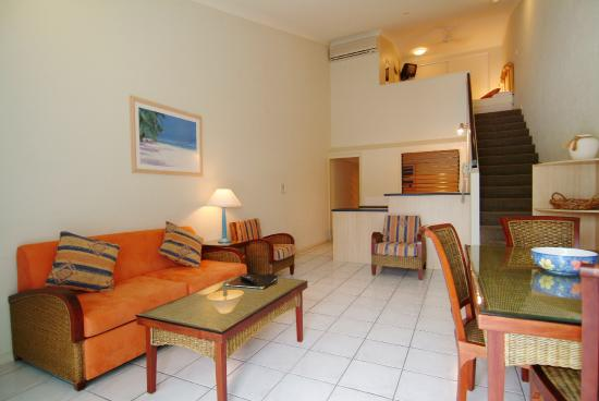 Trinity Beach Club Holiday Apartments: 2 Bedroom - Lounge