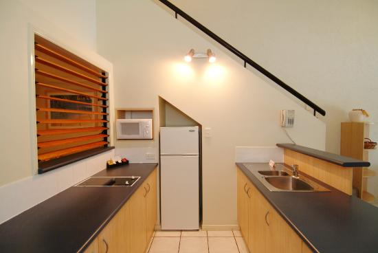 Trinity Beach Club Holiday Apartments: 2 Bedroom - Kitchen
