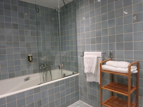 Suisse Hotel: Hotel Suisse, Strasbourg: Bathroom