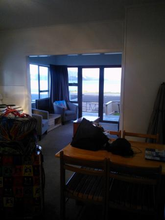Marlin Apartments: Salon et cuisine