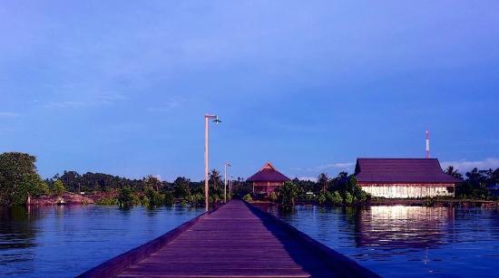 Sangkulirang Indonesia  city pictures gallery : Mesra Sangkulirang Bay Hotel and Resort Foto di Mesra Sangkulirang ...
