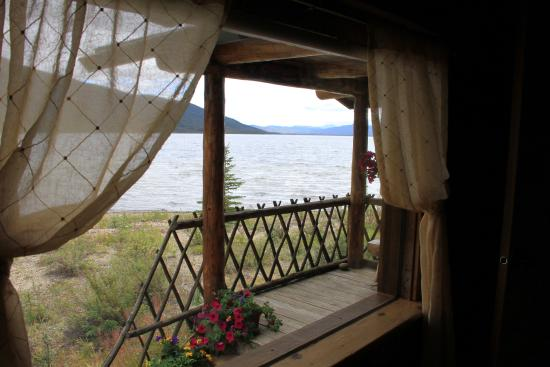 Iniakuk Lake Wilderness Lodge: Lake view from our cabin window