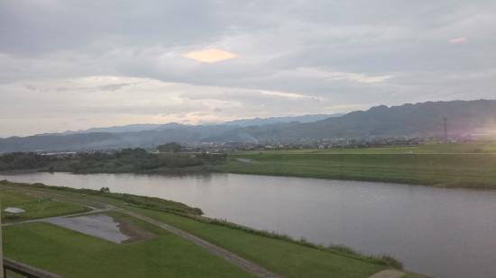 Roppokan: 4階の部屋から筑後川を望む
