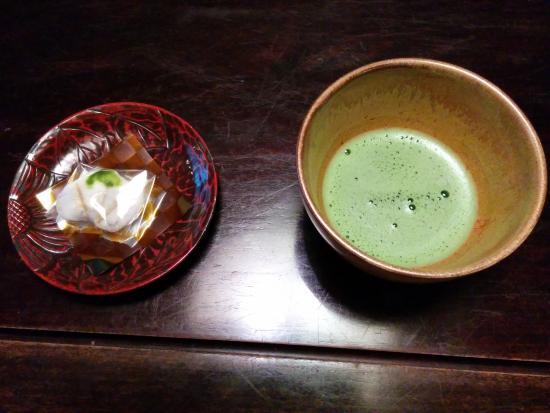 Yoroduya Shoraiso : お抹茶とお菓子