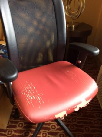 TownePlace Suites Albany Downtown/Medical Center : Pitiful chairs