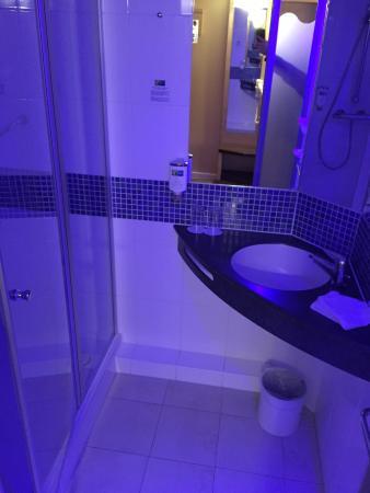 Holiday Inn Express Nurnberg Schwabach: Nachtlicht Im Badezimmer