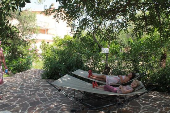 Cala Liberotto, Italië: relax in the garden